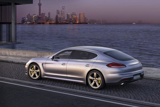1365093960_2014-porsche-panamera-turbo-executive-62