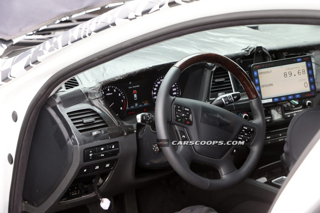 2015-Hyundai-Genesis-10Inside-Out[3]