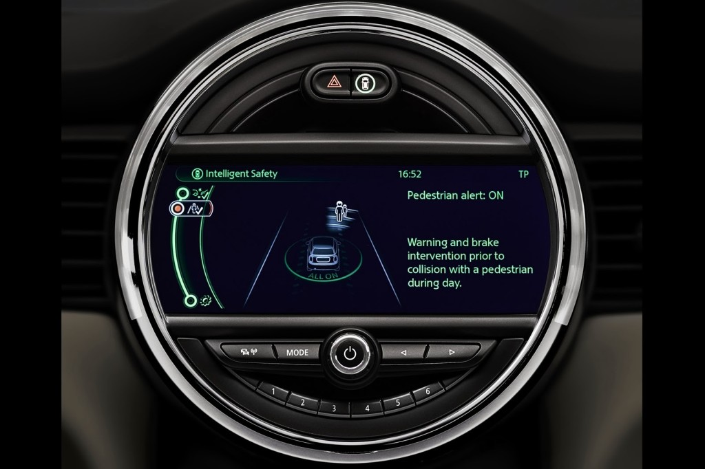 Mini-driver-assistance-systems-5[3]