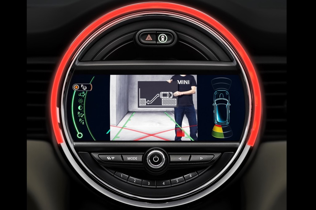 Mini-driver-assistance-systems-9[3]