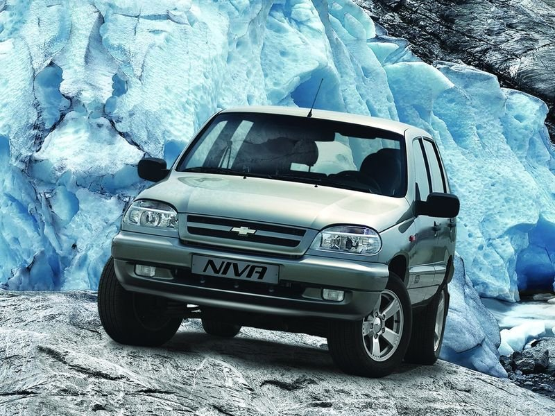 1270477961_chevrolet_niva_suv-5-door_2006
