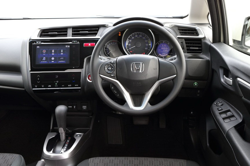 2014-Honda-Fit-Jazz-38[2]